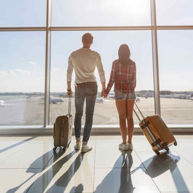 Paar am Flughafen - bildlich für Reiserecht